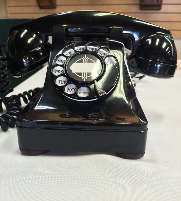 Antique Desk set phones, including most phones after 1930, are the bulk of  the hobby today, and range from early 1920s models with ringer boxes to the  ... - Antique Desk Set Phones - The Olde Telephone Company